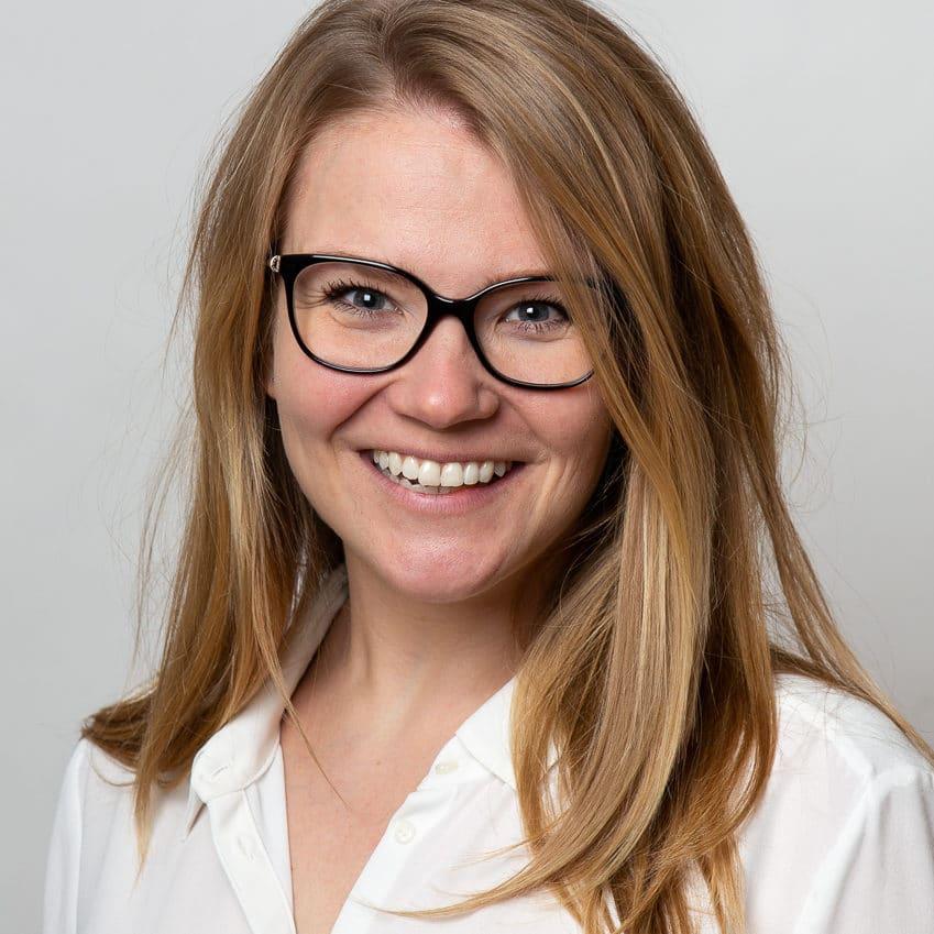 https://terapiatalonoste.fi/wp-content/uploads/2019/04/Elina-Saarenmaa-e1554985309407.jpg
