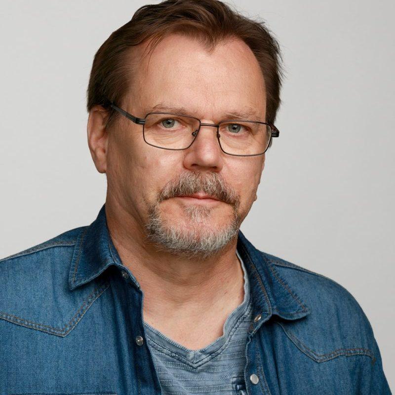 https://terapiatalonoste.fi/wp-content/uploads/2019/05/Timo-Järvinen_web-e1560780142971.jpg
