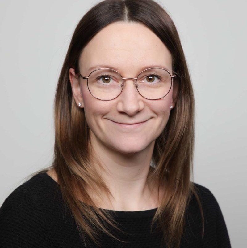 https://terapiatalonoste.fi/wp-content/uploads/2020/01/Sini-Jylhävuorio-e1579074965776.jpg