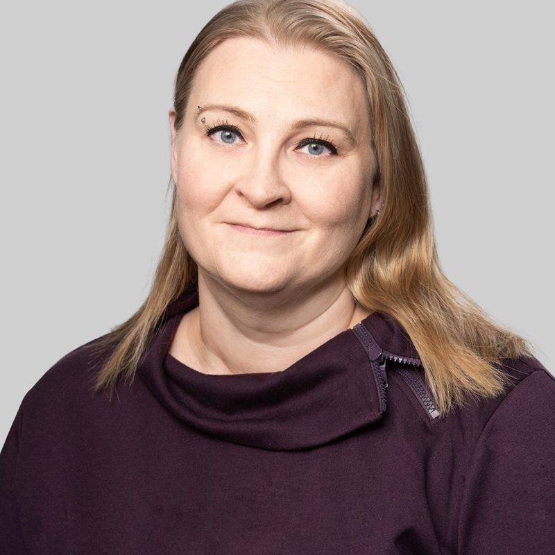 https://terapiatalonoste.fi/wp-content/uploads/2020/12/Marjaana-Syrjä_Noste-e1609746159178.jpg
